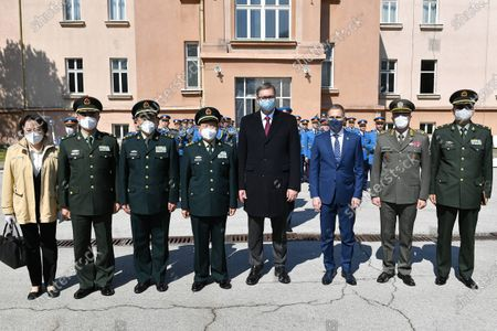 President of Serbia Aleksandar Vucic, Minister of Defense Nebojsa Stefanovic, State Counselor and Minister of National Defense of China General Wei Fenghe and Chief of Staff of the Serbian Army General Milan Mojsilovic attended today a demonstration of the capabilities of Serbian Army units in the Dedinje barracks.