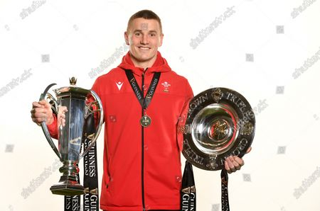 Jonathan Davies with the trophy and Triple Crown.