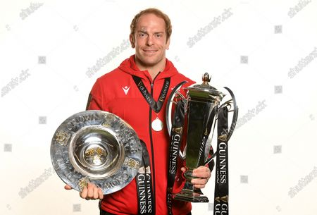 Alun Wyn Jones with the trophy and Triple Crown.