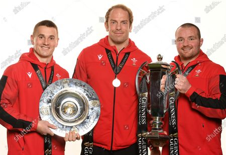 Jonathan Davies, Alun Wyn Jones and Ken Owens with the trophy and Triple Crown.