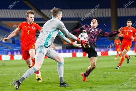Mexico forward Hirving Lozano (22) and Wales goalkeeper Wayne Hennessey (1) during the international friendly match between Wales and Mexico at the Cardiff City Stadium, Cardiff