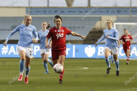 Alex Greenwood (#27 Manchester City) competing against Fara Williams (#4 Reading)