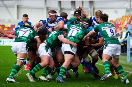 Henry Thomas of Bath Rugby in action at a maul