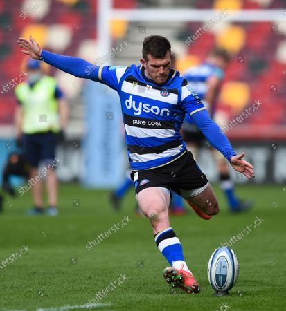 Ben Spencer of Bath Rugby kicks for the posts