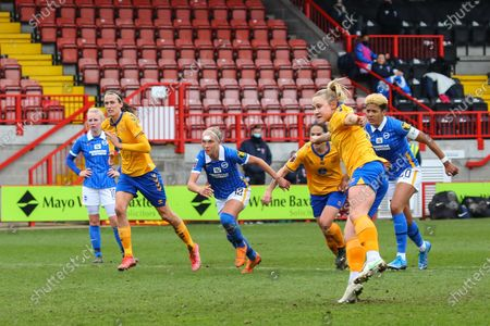 Izzy Christiansen (Everton 8) scores her teams first goal from the penalty spot during the Barclays FA Womens Super League game between Brighton & Hove Albion and Everton at The People's Pension Stadium in Crawley.