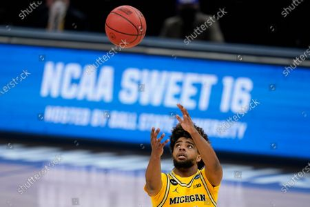 Michigan guard Mike Smith catches a pass during the second half of a Sweet 16 game against Florida State in the NCAA men's college basketball tournament at Bankers Life Fieldhouse, in Indianapolis