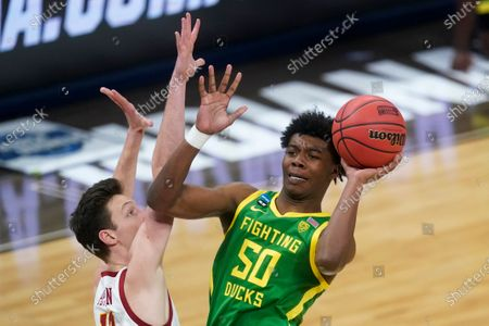 Oregon forward Eric Williams Jr. (50) shoots over Southern California guard Drew Peterson, left, during the first half of a Sweet 16 game in the NCAA men's college basketball tournament at Bankers Life Fieldhouse, in Indianapolis