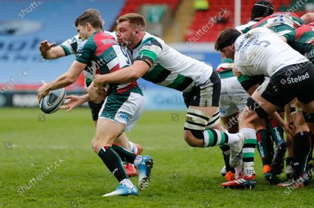 Callum Chick of Newcastle Falcons tackles Richard Wigglesworth during the Gallagher Premiership match between Leicester Tigers and Newcastle Falcons at Welford Road, Leicester, Engalnd on 28th March 2021.