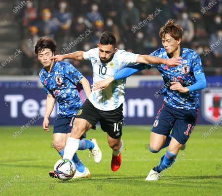 Matias Vargas (C) of Argentina in action against Koki Machida (R) of Japan during the U-24 international friendly soccer match between Japan and Argentina at Kitakyushu Stadium in Fukuoka, south-western Japan, 29 March 2021.