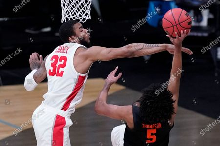 Houston forward Reggie Chaney (32) defends Oregon State guard Ethan Thompson (5) during the second half of an Elite 8 game in the NCAA men's college basketball tournament at Lucas Oil Stadium, in Indianapolis
