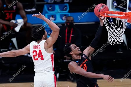 Oregon State guard Gianni Hunt (0) drives to the basket past Houston guard Quentin Grimes (24) during the second half of an Elite 8 game in the NCAA men's college basketball tournament at Lucas Oil Stadium, in Indianapolis