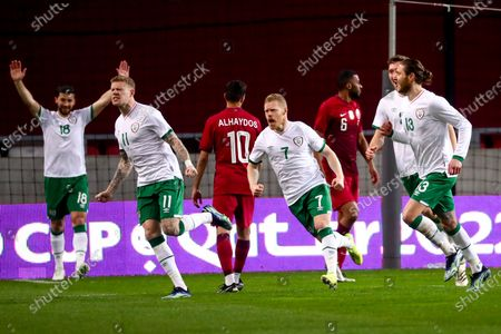 James McClean of Republic of Ireland celebrates scoring his side's first goal with teammates Shane Long, Daryl Horgan and Jeff Hendrick