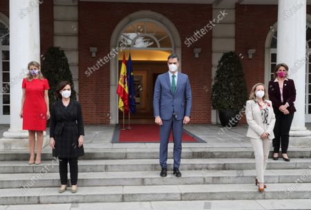 Spanish Prime Minister Pedro Sanchez (C) poses for photographers next to the four Spanish Deputy Prime Ministers, Yolanda Diaz (L), Carmen Calvo (2-L), Nadia Calvino (2-R) and Teresa Ribera (R), at Moncloa's Presidential Palace, in Madrid, central Spain, 30 March 2021, after his meeting with Spain's King Felipe VI to brief him about the changes in the Government. Spanish second deputy Prime Minister, Pablo Iglesias, resigned from his post in order to run for Madrid's regional Presidency in the oncoming regional elections, 04 May 2021, which caused the upgrade of Spanish Economy Minister Nadia Calvino into his place. Labor Minister Yolanda Diaz is now the third deputy Prime Minister, and former Secretary of State for 2030 Agenda, Ione Belarra, will act as the new Social Rights Minister.