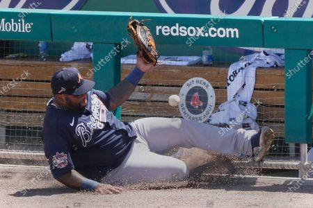 Atlanta Braves first baseman Pablo Sandoval (48) makes a sliding attempt for a foul ball hit by Boston Red Sox' Marwin Gonzalez in the fourth inning of a spring training baseball game, in Fort Myers, Fla