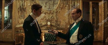 Harris Dickinson and Ralph Fiennes
