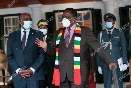 Zimbabwean President Emmerson Mngangagwa (R) and Botswana President Mokgweetsi Masisi (L) attend a meeting at the State House in Harare, Zimbabwe, 31 March 2021. Masisi is on a one day working visit to Zimbabwe.               .