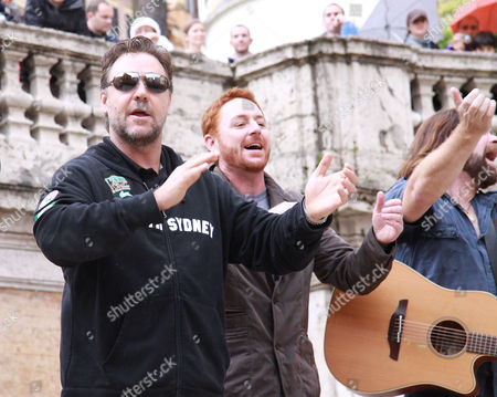 Russell Crowe, Scott Grimes and Alan Doyle applauding the audience after holding a busking session