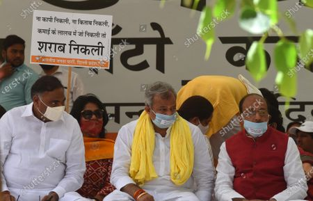 Delhi BJP President Adesh Gupta, LoP Ramvir Singh Bidhuri and former Union Minister Vijay Gaoel, MPs, MLAs, and others sit on silent protest to demand withdrawal of Arvind Kejriwal government's anti people new excise policy at Jantar Mantar, on April 1, 2021 in New Delhi, India.