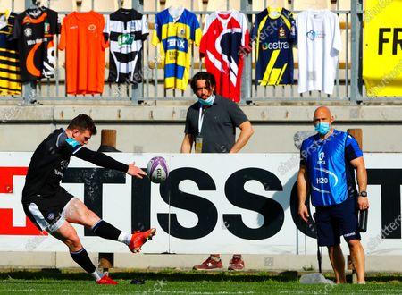 Zebre vs Bath Rugby. Bath's Ben Spencer kicks a conversion