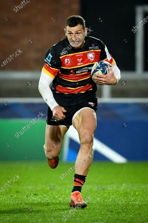 Jonny May of Gloucester Rugby carries