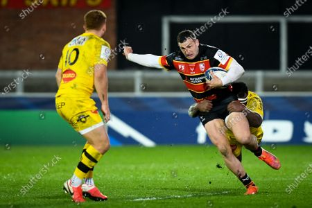 Levani Botia of La Rochelle attempts a tackle on Jonny May of Gloucester Rugby