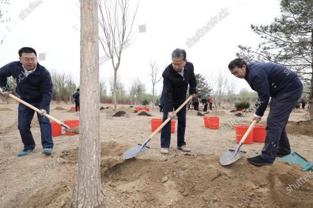 (210402) - BEIJING, April 2, 2021 (Xinhua) - Zhao Leji plants a tree during a tree-planting activity in Chaoyang District in Beijing, capital of China, April 2, 2021. Chinese President Xi Jinping, also general secretary of the Communist Party of China Central Committee and chairman of the Central Military Commission, attended a tree-planting activity here on Friday. The activity was also attended by other leaders including Li Keqiang, Li Zhanshu, Wang Yang, Wang Huning, Zhao Leji, Han Zheng and Wang Qishan.