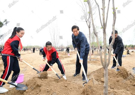 (210402) - BEIJING, April 2, 2021 (Xinhua) - Li Zhanshu plants a tree during a tree-planting activity in Chaoyang District in Beijing, capital of China, April 2, 2021. Chinese President Xi Jinping, also general secretary of the Communist Party of China Central Committee and chairman of the Central Military Commission, attended a tree-planting activity here on Friday. The activity was also attended by other leaders including Li Keqiang, Li Zhanshu, Wang Yang, Wang Huning, Zhao Leji, Han Zheng and Wang Qishan.