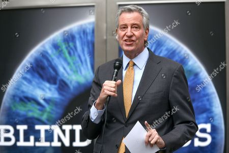 Mayor Bill de Blasio tours the exhibition opening of 'Blindness' at the Daryl Roth Theatre