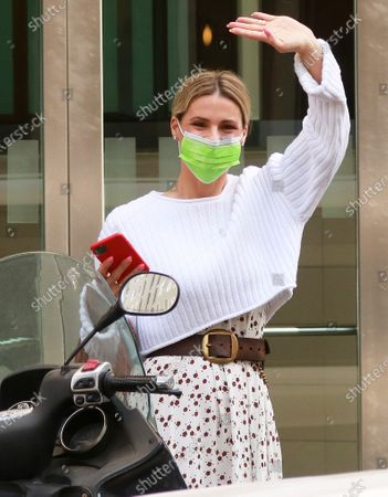 Michelle Hunziker goes out to record Striscia