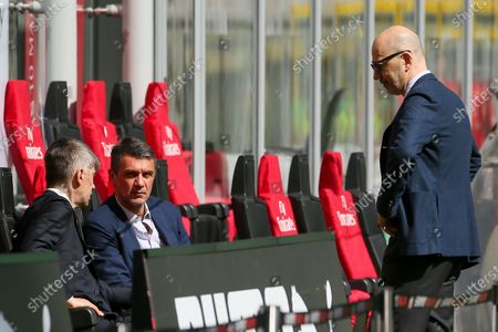 (L-R) AC Milan Sport Director Frederic Massara, AC Milan Tecnical Area Director Paolo Maldini and AC Milan CEO Ivan Gazidis speak before the Serie A match between AC Milan and UC Sampdoria at Stadio Giuseppe Meazza on April 03, 2021 in Milan, Italy. Sporting stadiums around Italy remain under strict restrictions due to the Coronavirus Pandemic as Government social distancing laws prohibit fans inside venues resulting in games being played behind closed doors.