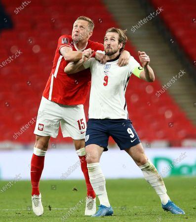 Kamil Glik of Poland and Harry Kane of England