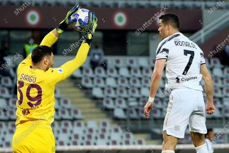 Salvatore Sirigu (L) of Torino FC competes for the ball with Cristiano Ronaldo (R) of Juventus during the Serie A match between Torino FC and Juventus at Stadio Olimpico di Torino on April 03, 2021 in Turin, Italy. Sporting stadiums around Italy remain under strict restrictions due to the Coronavirus Pandemic as Government social distancing laws prohibit fans inside venues resulting in games being played behind closed doors.