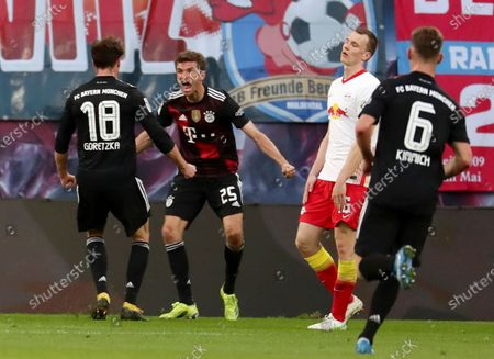 Bayern's Leon Goretzka (L) celebrates with teammate Thomas Mueller (2-L) after scoring the opening goal during the German Bundesliga soccer match between RB Leipzig and FC Bayern Munich at Red Bull Arena in Leipzig, Germany, 03 April 2021.