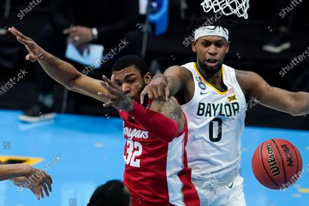 Houston forward Reggie Chaney (32) fights for a rebound with Baylor forward Flo Thamba (0) during the second half of a men's Final Four NCAA college basketball tournament semifinal game, at Lucas Oil Stadium in Indianapolis