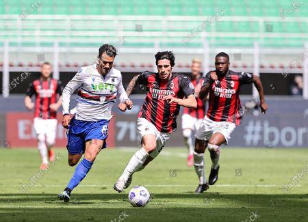 Antonio Candreva of UC Sampdoria and Sandro Tonali of AC Milan are seen in action during the Serie A 2020/21 football match between AC Milan and UC Sampdoria at the San Siro Stadium. (Final score; AC Milan 1:1 UC Sampdoria)