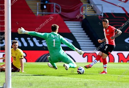 Southampton's Danny Ings, right, scores his side's second goal during the English Premier League soccer match between Southampton and Burnley at St. Mary's Stadium in Southampton, England