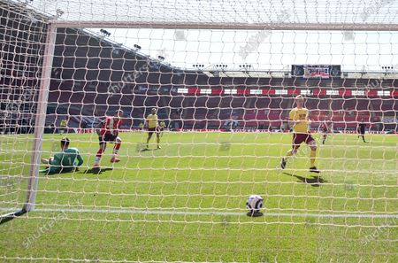 Southampton's Danny Ings, second left, scores his side's second goal during the English Premier League soccer match between Southampton and Burnley at St. Mary's Stadium in Southampton, England