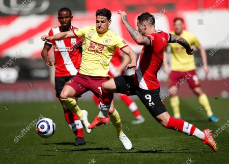 Burnley's Ashley Westwood, left, duels for the ball with Southampton's Danny Ings during the English Premier League soccer match between Southampton and Burnley at St. Mary's Stadium in Southampton, England
