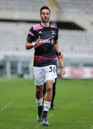 Rodrigo Bentancur of Juventus FC warms up
