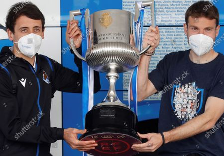 Stock Image of Real Sociedad's Asier Illarramendi (R) and Mikel Oyarzabal (L) show the 2020 Spanish King's Cup trophy upon arrival at Hondarribia airporti, in San Sebastian, Basque Country, Spain, 04 April 2021, after winning the King's Cup final soccer match against Athletic Club de Bilbao at La Cartuja stadium in Seville.