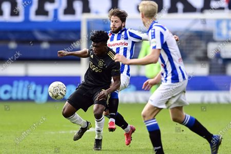 (L-R) - Mohammed Kudus of Ajax, Lasse Schone or SC Heerenveen in action during the Dutch Eredivisie soccer match between SC Heerenveen and Ajax at the Abe Lenstra Stadium in Heerenveen, The Netherlands, 04 April 2021.