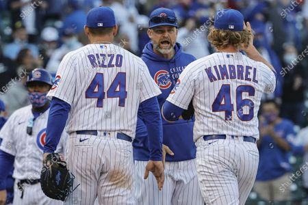 Chicago Cubs' manager David Ross (C) applauds Anthony Rizzo (44) and Craig Kimbrel (46) after defeating the Pittsburgh Pirates at Wrigley Field on Sunday, April 4, 2021 in Chicago.