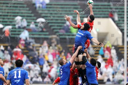 Stock Picture of Tom Franklin - Rugby : Japan Rugby Top League 2021 match between Kobelco Steelers 13-13 Panasonic Wild Knights at Kobe Universiade Memorial Stadium in Kobe, Japan.