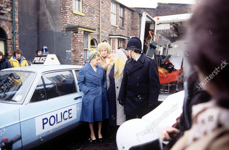 Lorry Crash - Jean Alexander, Liz Dawn, Violet Carson.