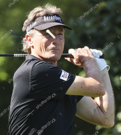 German Golfer Bernhard Langer tees off on the 8th hole during a practice round at the 2021 Masters Tournament at the Augusta National Golf Club in Augusta, Georgia, USA, 05 April 2021. The 2021 Masters Tournament is being held 08 April through 11 April 2021.