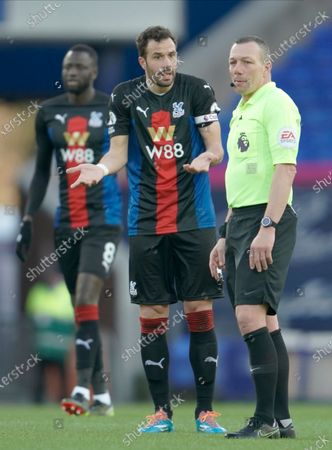 Crystal Palace's Luka Milivojevic (C) argues with main referee Kevin Friend (R)  during the English Premier League soccer match between Everton FC and Crystal Palace in Liverpool, Britain, 05 April 2021.