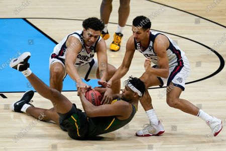 Baylor forward Flo Thamba, center, fights for a loose ball with Gonzaga forward Anton Watson, left, and guard Jalen Suggs, right, during the first half of the championship game in the men's Final Four NCAA college basketball tournament, at Lucas Oil Stadium in Indianapolis