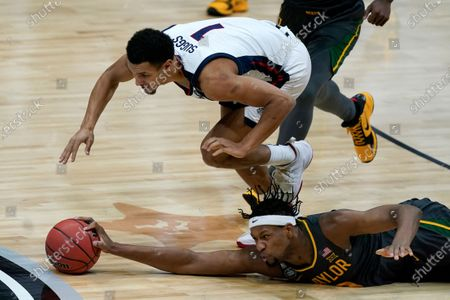Baylor forward Flo Thamba fights for a loose ball with Gonzaga guard Jalen Suggs (1) during the first half of the championship game in the men's Final Four NCAA college basketball tournament, at Lucas Oil Stadium in Indianapolis