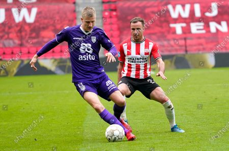 Mats Knoester (Heracles) (L) and Mario Gotze (PSV)during Eredivisie football PSV-Heracles Almelo in Eindhoven, Netherlands