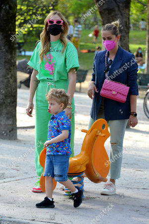 Chiara Ferragni with her son Leone Lucia Ferragni and her sister Valentina Ferragni in the park